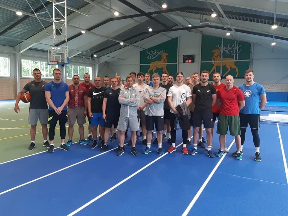 Latvijas bobslejisti aizvada treniņnometni Usmā
